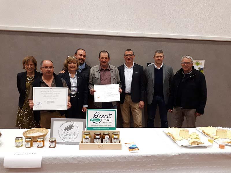 Arrens marsous deux agriculteurs l honneur site d for Chambre d agriculture paris